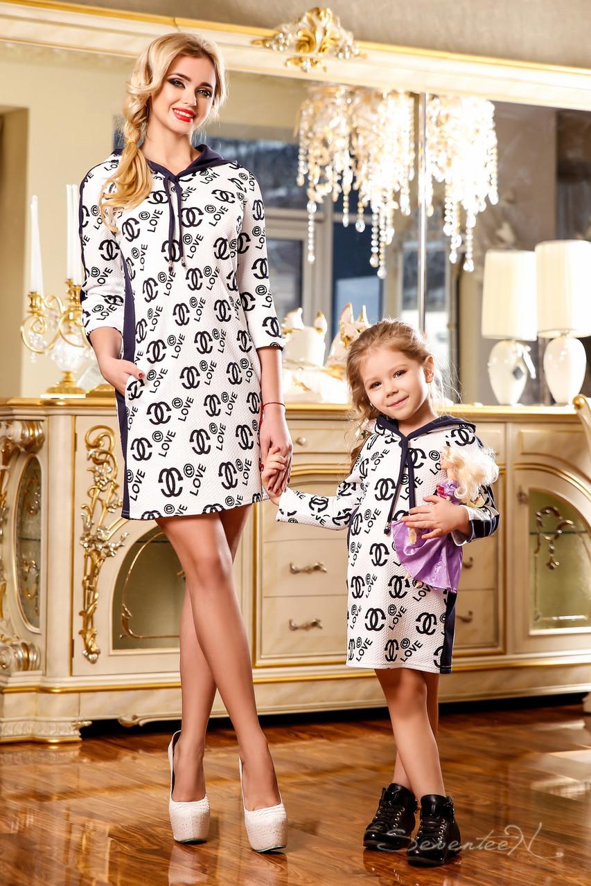 Стильное детское платье Шанель с контрастным принтом, свободного кроя, с  капюшоном, в спортивном стиле f390d4dad80