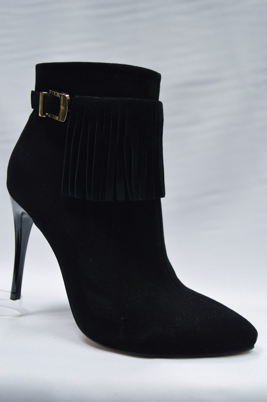 Черные замшевые ботиночки Malrostti на шпильке.