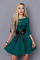 Модное платье с широким поясом из кожзама