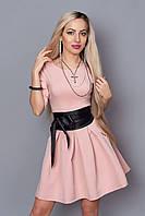 Стильное платье с поясом из кожзама и карманами
