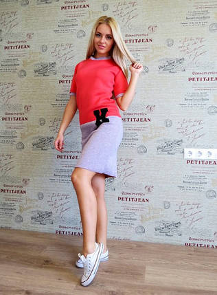 "Теплое трикотажное платье в спортивном стиле ""K"" с коротким рукавом, фото 2"