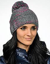 Модная теплая вязаная женская шапка с  красивым бумбоном.