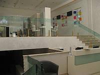 Стеклянные перила в салоне красоты , фото 1