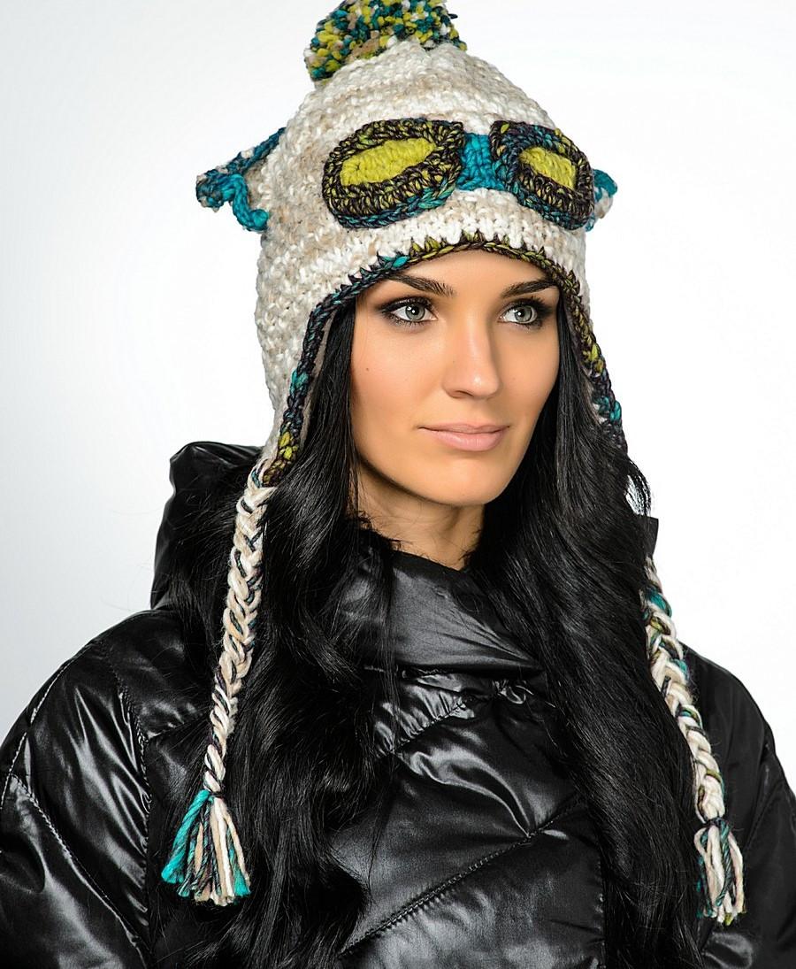 Женская стильная вязанная шапка с косами и ушками, Польша.