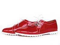 Туфли с боковой шнуровкой из красной лаковой кожи