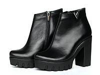 Классические кожаные ботинки на тракторной подошве