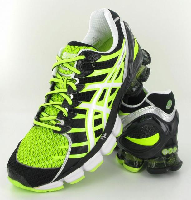 Производство спортивной обуви Asics