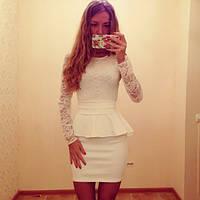 Красивое платье с баской, верх гипюр белое