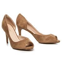 Замшевые женские летние туфли с открытым носом бежевые