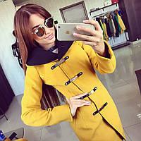 Женское кашемировое пальто на золотых застежках с капюшоном различных цветов АБ 0319