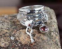 Широкое серебряное женское кольцо с подвесками