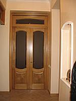 Дверь из дерева со стеклом