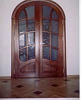 Дверь из дерева нестандартная со стеклом