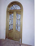 Дверь из дерева арочная со стеклом