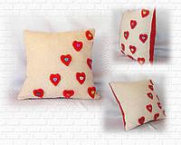 Подушка с сердечками