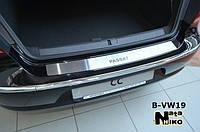 Накладка на задний бампер volkswagen passat b6 4d (фольксваген пассат б6) логотип, без загиба. нерж.