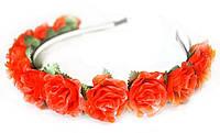 Яркий ободок для волос с красными розами