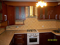 """Кухня со шпонированными фасадами """"Красное дерево"""""""