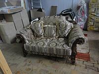 Классический диван после ремонта и замены материала обивки.