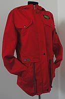 Женская ветровка с капюшоном красного цвета