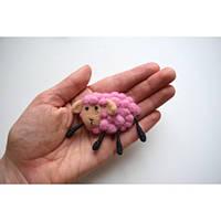 Брошь шерстяная ручной работы Овечка розовая