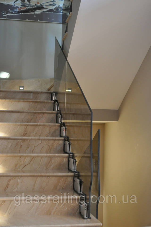 Ограждение лестницы из стекла
