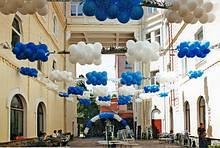 Художнє оформлення повітряними і гелієвими кульками