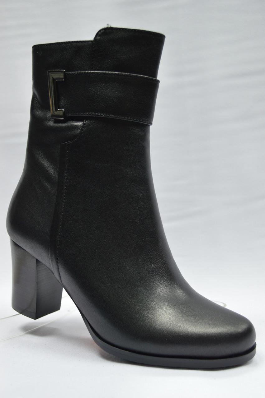 Черные  ботиночки на каблуке  ERISSES. Маленькие размеры.