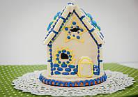 Пряничный домик с синим и желтым декором