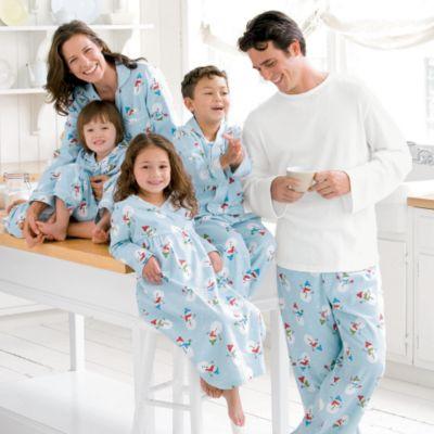 Домашняя одежда для всей семьи (женские, мужские, детские халаты, костюмы)