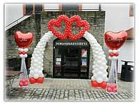 Арка + сердца из воздушных шаров на вход в ресторан на свадьбу