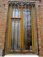 Кованая решетка на окно. Недорогой вариант крепкой, защитной решетки из квадрата 10*10мм.