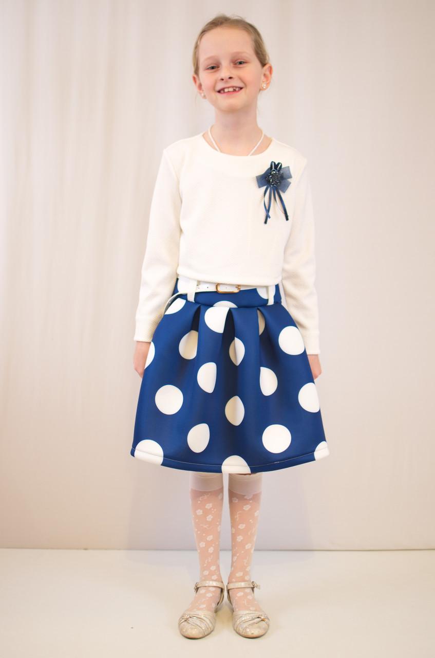 Детское стильное, нарядное платье  из фактурного трикотажа.