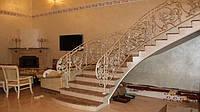 Лестница, ступени из натурального мрамора, гранита, оникса, травертина под ключ.