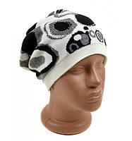 Вязанная белая шапка Круги абстракция