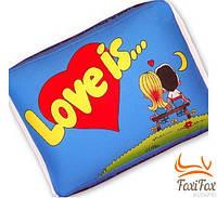 """Прикольная романтическая подушка """"Love is"""""""