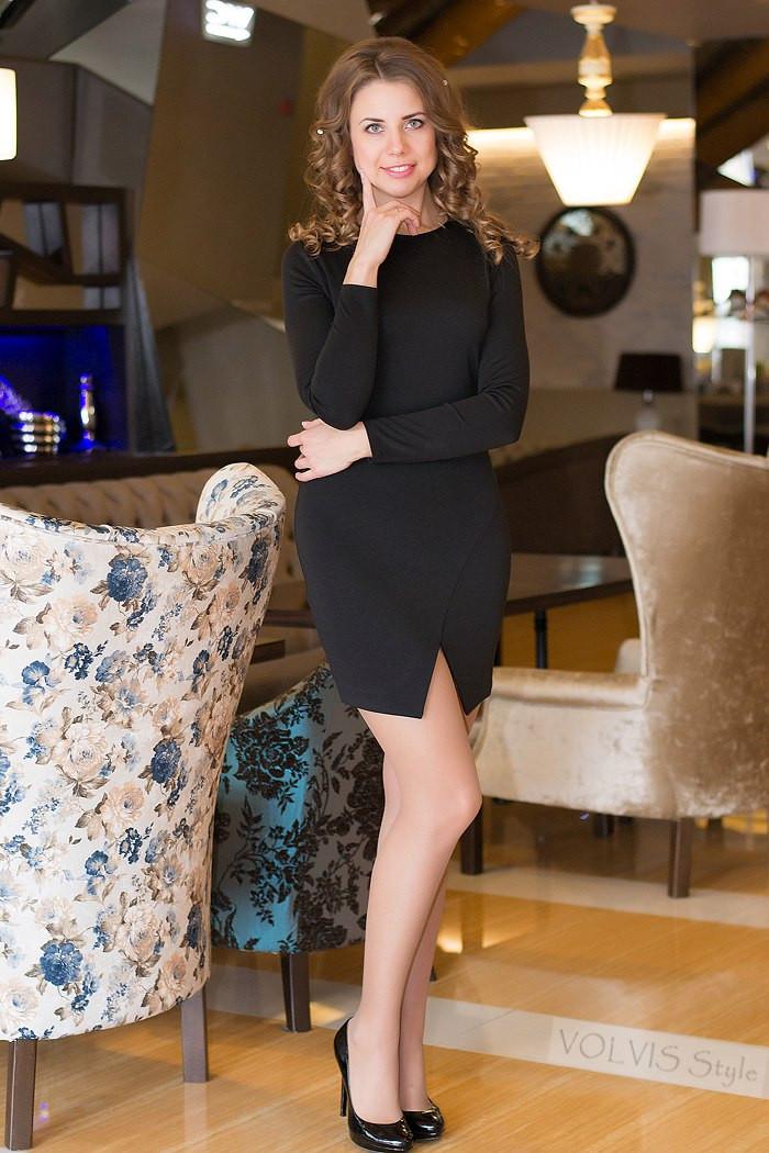 Платье женское с разрезом спинка гипюр ― Черный