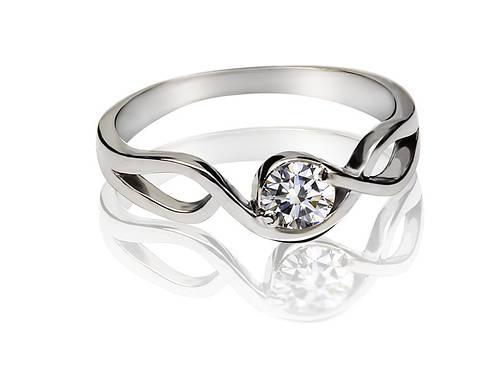 Серебряное родированное помолвочное кольцо солитер с одним цирконием, фианитом к00401