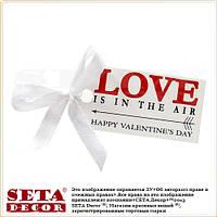 "Открытка мини валентинка 5,5 х 2,7 ""Love is in the air"" (любовь в воздухе) с бантиком"