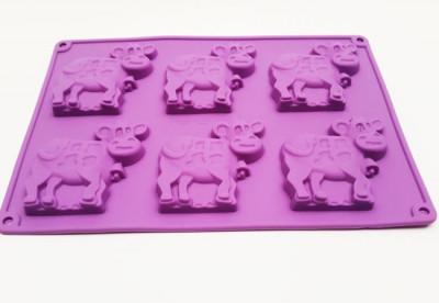 Форма силиконовая для выпечки Корова 6