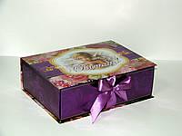 Подарочная картонная упаковка с лентами