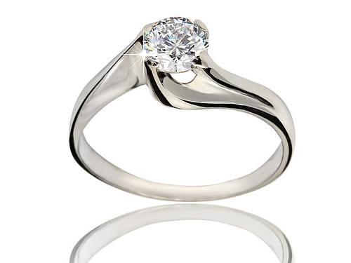 Серебряное родированное помолвочное кольцо солитер с одним камнем цирконием, фианитом к00249
