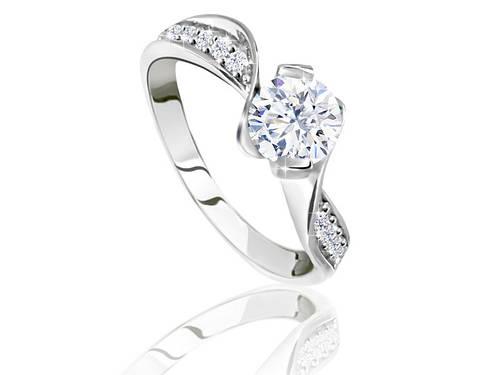 Серебряное родированное помолвочное кольцо солитер с одним камнем цирконием, фианитом к00037