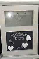 Ключница из дерева на 6 ключей с магнитной доской