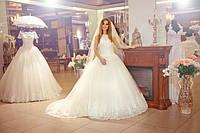 Свадебное платье со шлейфом Яниниа