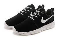 Женские кроссовки  Nike Roshe Run Suede. Черные, замша, белая подошва в черную точку, фото 1