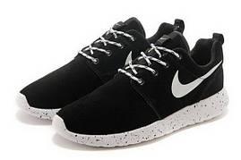 Женские кроссовки  Nike Roshe Run Suede. Черные, замша, белая подошва в черную точку