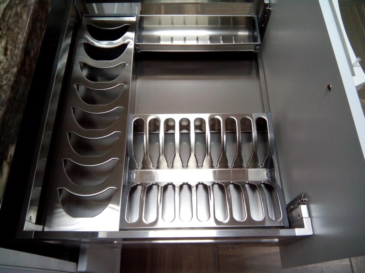 Сушка для посуды выдвижная  с доводчиком фасад 600мм