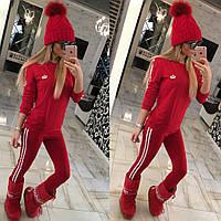 Спортивный женский костюм красный