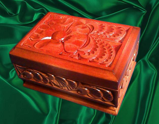 Подарки и сувениры , резьба по дереву